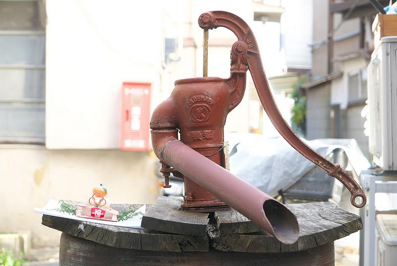 お正月の恒例行事 荒川一丁目にある井戸ポンプに正月飾りがある風景を見に行ってきた #地域ブログ #荒川区のはなし #荒川区