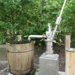 荒川区南千住にある素盞雄(すさのお)神社の井戸ポンプに「飛鳥乃杜 御神水」と書かれたカバーがつきました #地域ブログ #荒川区のはなし #荒川区