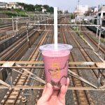 エキュート日暮里にオープンした5 CROSSTIES COFFEEでテイクアウトしたドリンクは下御隠殿橋で電車を見ながら飲むのがお勧め