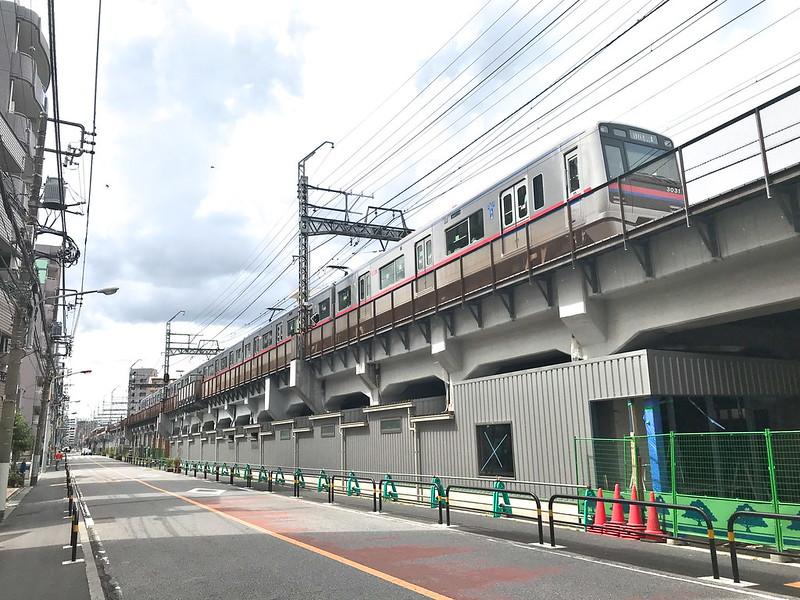 2020年11月中旬、京成線のガード下に業務スーパー 町屋店がオープン