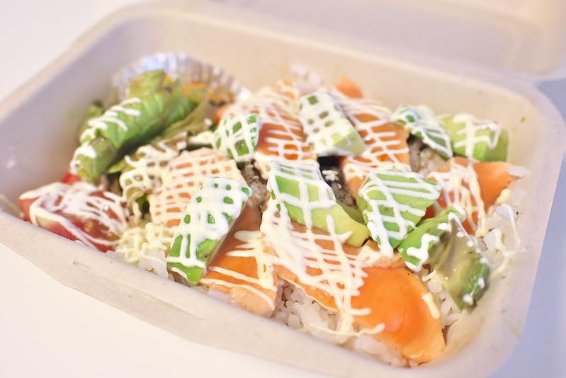 新三河島駅前にある「たべのみや Waki」でランチのサーモンアボカド丼をテイクアウトしてみた