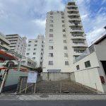 冠新道商興会の新三河島駅寄りの入り口付近に地上7階建ての共同住宅、事務所、店舗が建設予定
