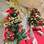 京成線の町屋駅にクリスマスツリーが飾り付けられました