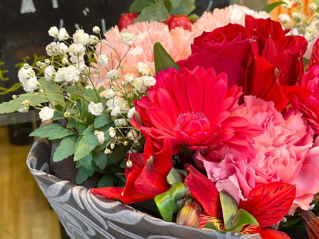 バレンタインデーに花を贈ってみませんか?町屋駅前にあるEnishi Flower(エニシフラワー)でバレンタインブーケが販売中