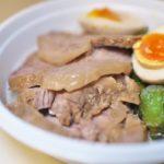 町屋駅前にある人気ラーメン店「麺家 千祥」でテイクアウト販売されている「ネギチャー丼」が美味しい!